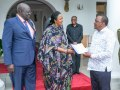 President Uhuru Kenyatta receives 2018 KCPE results from Education CS Amina Mohammed at State House, Mombasa. Looking on is Knec chairman Prof. George Magoha. (Courtesy)