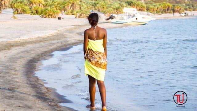 beach-walks-eliye-springs-lake-turkana-640x362