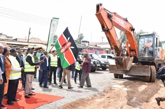 Commissioned the 34km Karima-Kianjege-Mukangu-Ndimaini-Karatina and Kiburu-Kabonge Roads, Kiburu, Kirinyaga County.