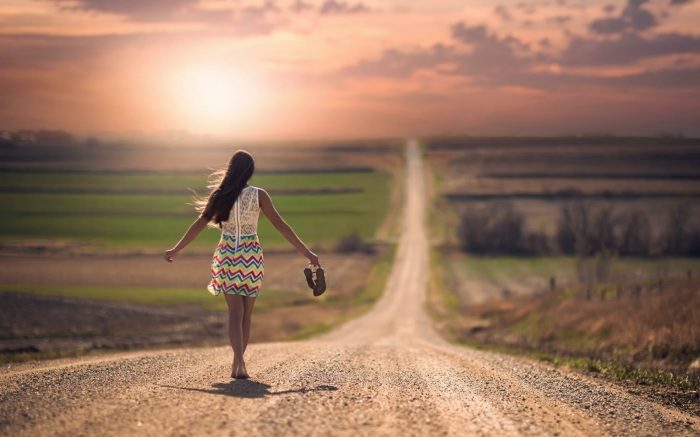 inspiringwallpapers-net-mood-girl-walking-alone