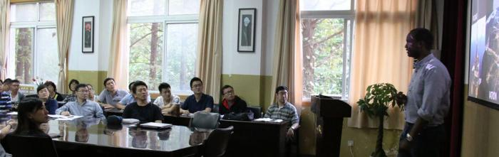Professor Washington Yotto Ochieng lecturing students from Nanjing Normal University