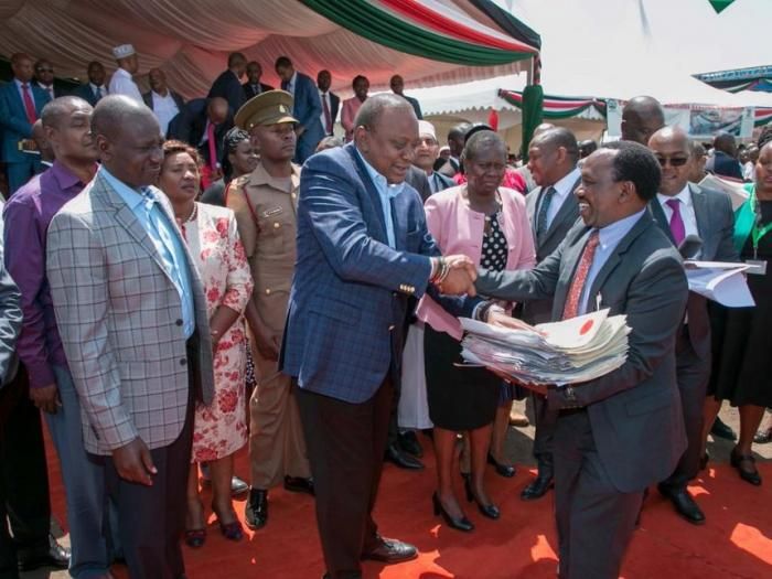 president_uhuru_kenyatta_and_deputy_president_william_ruto_issue_title_deeds_to_nairobi_residents_at_jacaranda